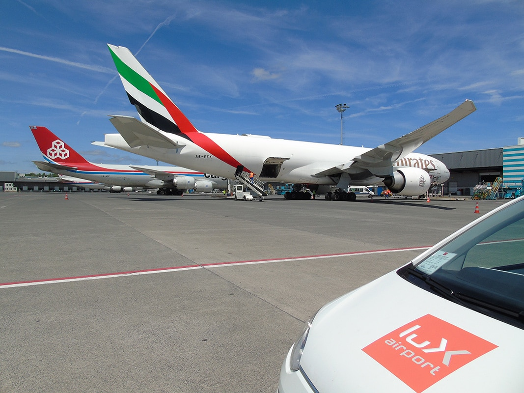 Emirates SkyCargo Boeing 777F inline with CargoLux Boeing 747-8F. Picture: lux-Airport (rpw)