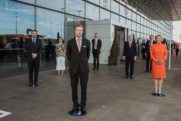 His Royal Highness, Grand Duke Henri of Luxembourg visited together with Xavier Bettel and Paulette Lenert the COVID-19 testing station at lux-airport.© Cour grand-ducale / Kary Barthelmey